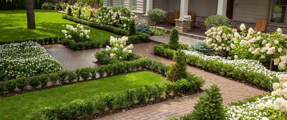 Благоустройство и озеленение площади вокруг загородного дома